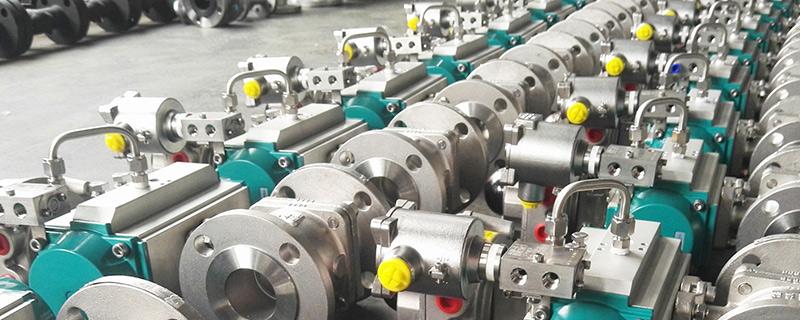 高压法兰片用于管件连接中间的介质,是一种能产生塑性变形、并具有一定强度的材料制成的圆环。